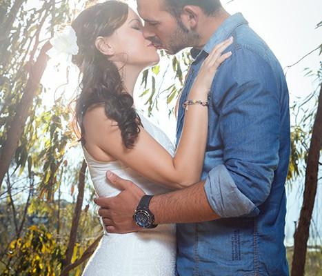 Novios-besandose-sesion-preboda-luxfotografia